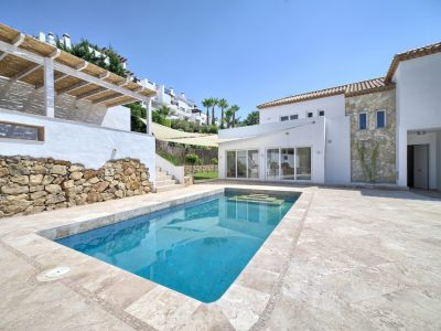 Fully renovated villa in a golf valley