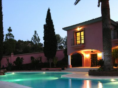 08-Villa-at-Night