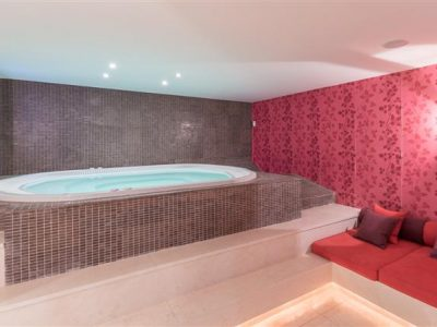 Jacuzzi_Room_hdr (Small)