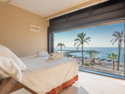 Spacious beachfront apartment in Guadalpín Banús