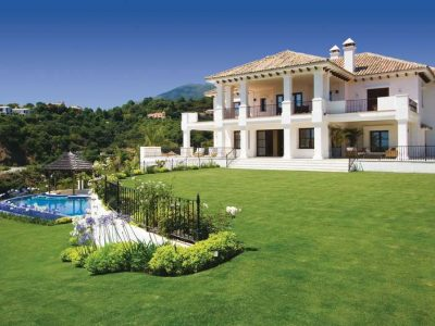 Large Andalusian style villa