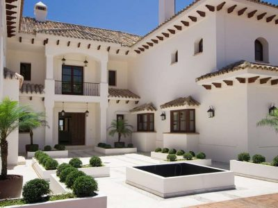 Large Andalusian style villa 12
