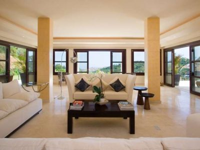 Large Andalusian style villa 02