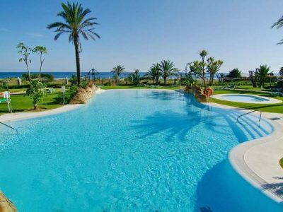 Spacious Beachside Apartment, Los Monteros Playa, Marbella