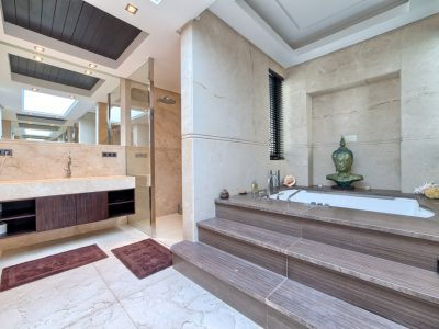 29 Master bathroom