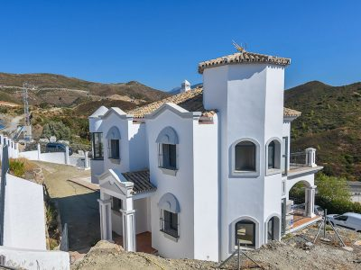 Fully Renovated Villa with Sea Views, Nueva Andalucia, Marbella