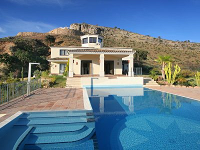 Excellent Quality Villa in Golf Resort with Sea Views, Benahavis, Marbella.