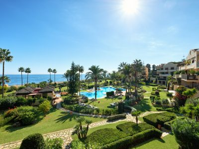 Luxe Frontline Beach Apartment, New Golden Mile, Marbella