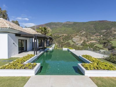 Luxury 6 Bed Villa with Lake & Golf views, La Zagaleta, Marbella