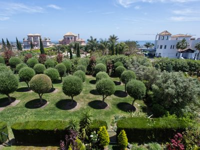 Beautifully Located Duplex Penthouse in Los Flamingos Golf, Marbella