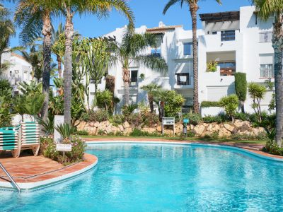 Fully Renovated Apartment in Gated Beachfront Complex, Estepona, Marbella