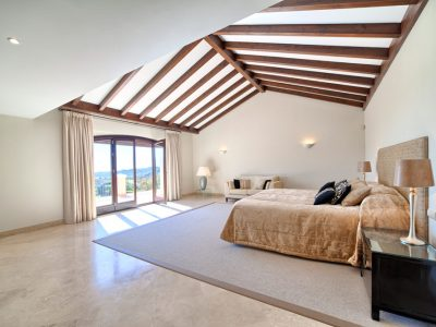 23_master_bedroom_suite