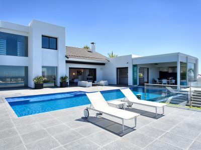 1_villa_and_pool_area