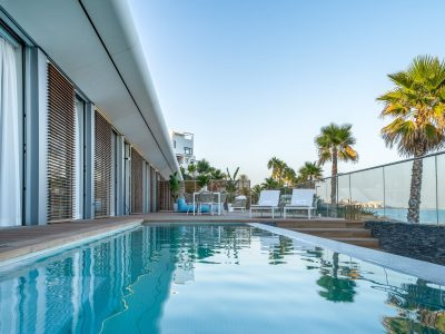 Moderne Strandvilla in der New Golden Mile, Estepona