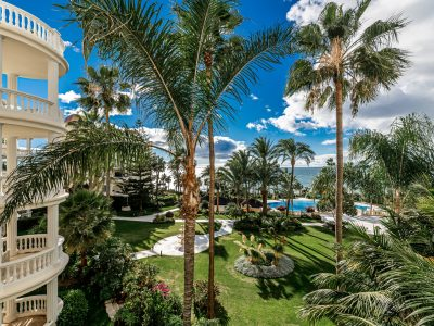 Beachfront Luxury Apartment in the New Golden Mile, Marbella