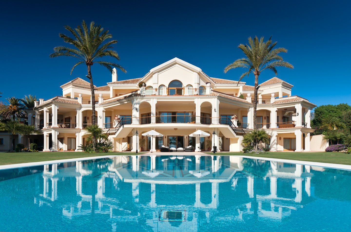 Villa velazquez golden mile marbella cilo marbella for Hotel luxe france