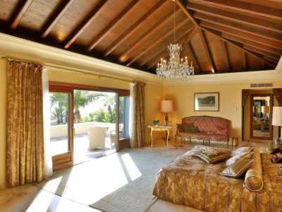 masterbedroom-with-view-to-the-terrace
