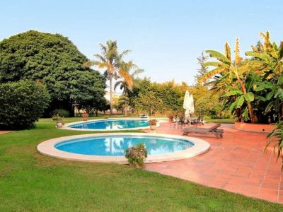 Peaceful beachside home with large plot 3