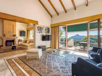 Cortijo-style property with magnificent views 11