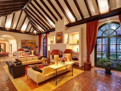 Impressive country-style villa in most secure area 02