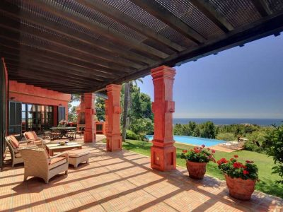 Beautiful Rustic Style Villa with Sea Views, La Zagaleta