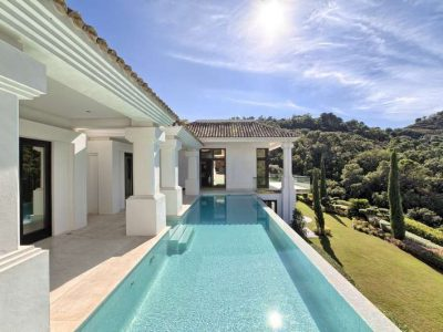 Modern masterpiece surrounded by nature in the most prestigious urbanisation