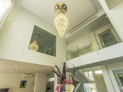 Brand-new contemporary villa, walking distance to amenities! 11