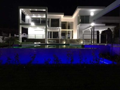 Brand-new contemporary villa, walking distance to amenities! 05