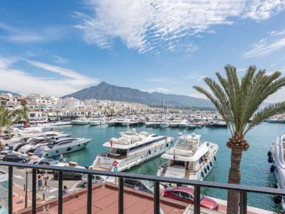 Penthouse front line to the Puerto Banús marina