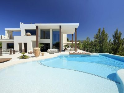 Stunning frontline golf villa with panoramic views